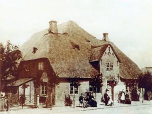Haubarg mit Kolonialwarenladen der Familie Paul Matthias Peters, um 1886/87