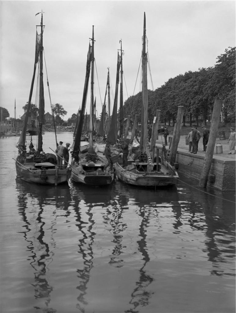 Theodor Möller, Heimkehr der Krabbenkutter, Hafen Tönning, 1931